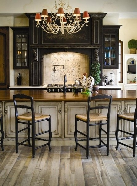 Vintage and Distressed Cabinets in Southern Style