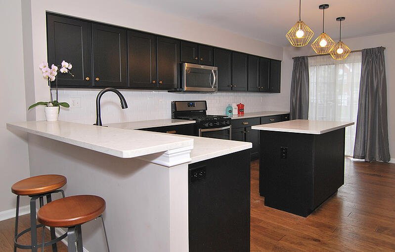 Small Kitchen Look Good With Black Cabinets