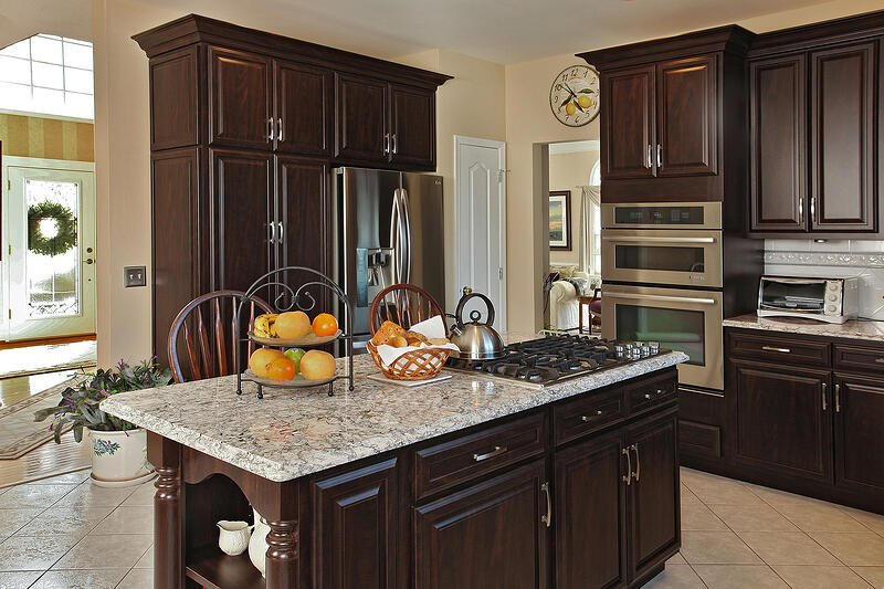 3 Ways Kitchen Designs Are Using Cherry Cabinets and Other ...