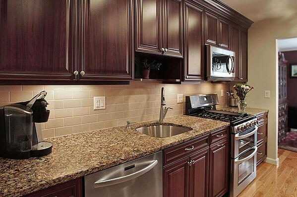 Subway Tile Backsplash in Traditional Style Kitchen