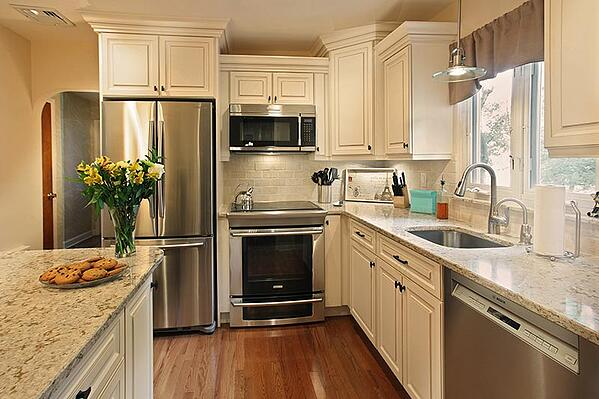 Traditional White Kitchen with Cabinet Glaze