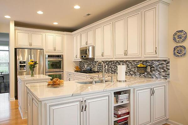 Traditional Kitchen with Quartz Countertop