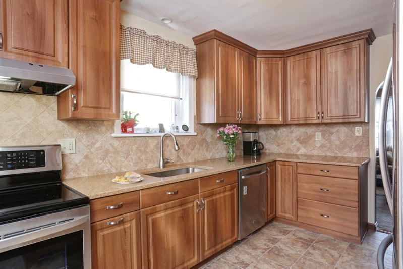 Furniture-Grade Wood Kitchen Cabinets