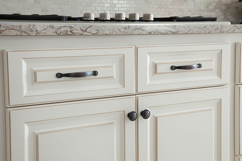 White Kitchen Cabinets with All Over Glaze
