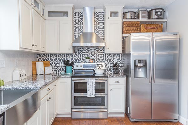 Moroccan patterned kitchen backsplash