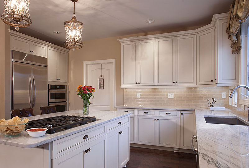 White Kitchen with Mixed Hardware and Fixture Finishes