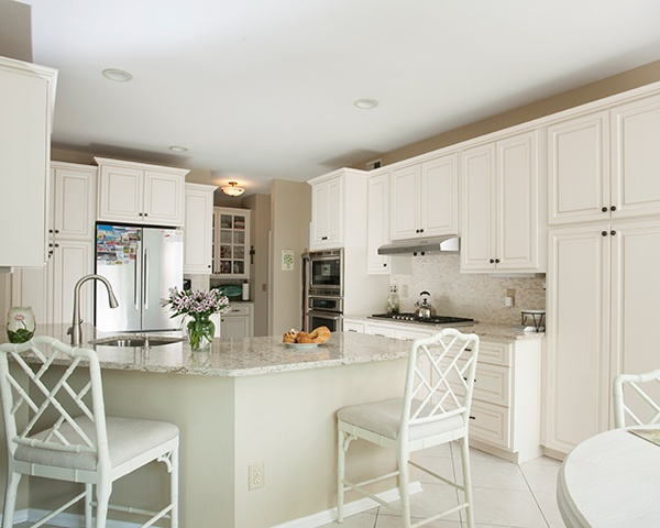 Bright White Kitchen with Antique White Cabinets