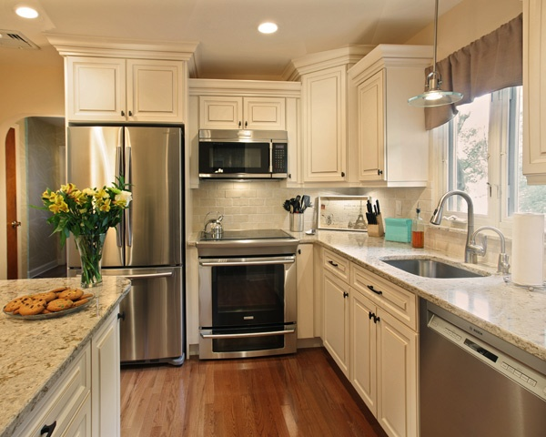 Antique White Kitchen with Cambria Windermere Quartz Countertop