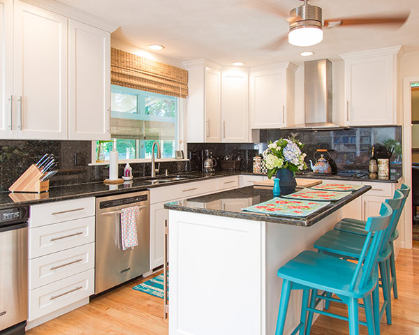 Gentil White Cabinets With Black Countertops