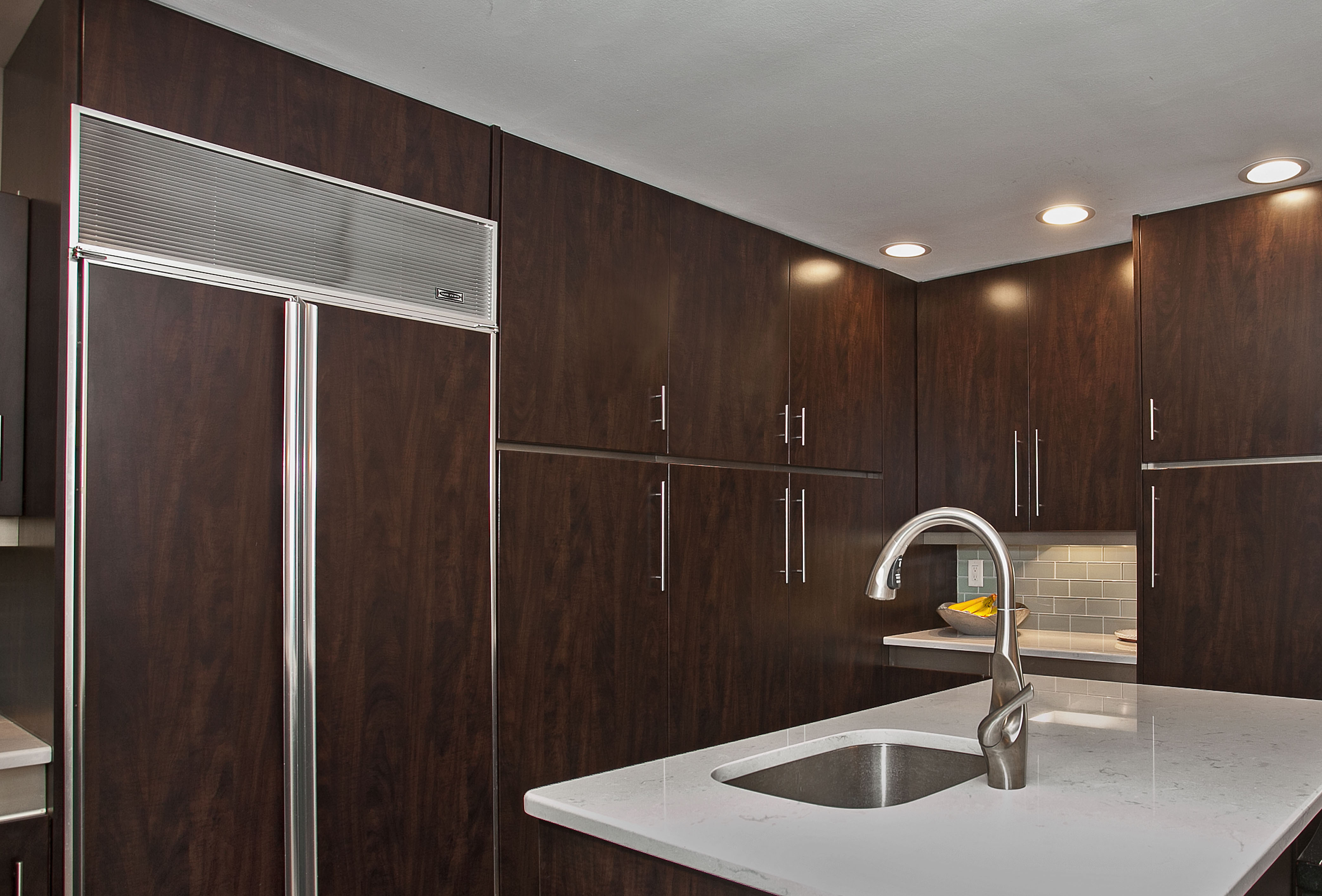 flat-panel-dark-kitchen.jpg