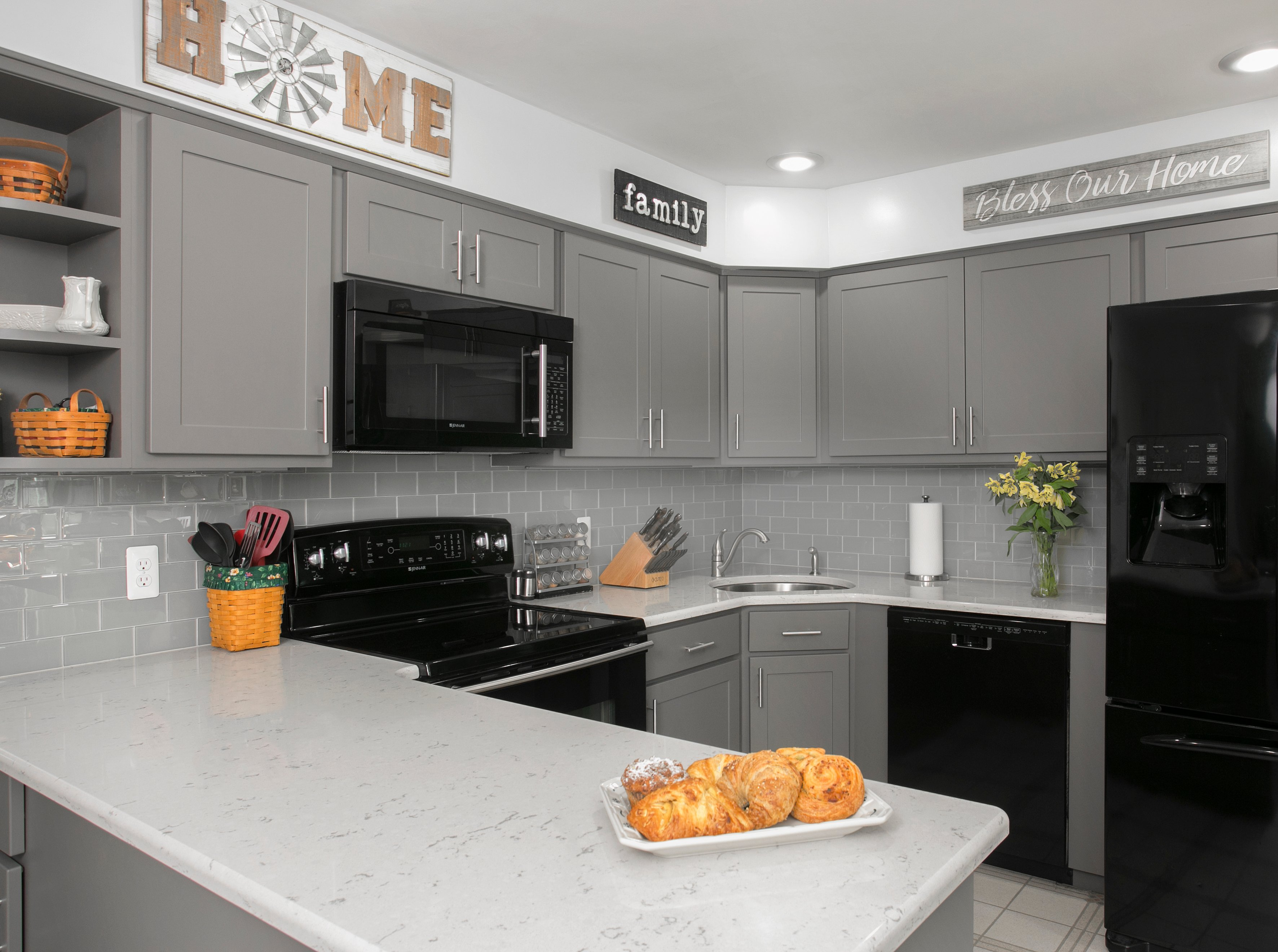 Pros & Cons of Matte Cabinets and Countertops