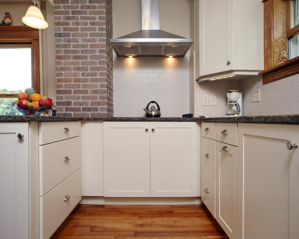 Pros and Cons of White Cabinets