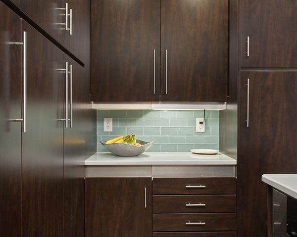 7 Maintenance-Free Laminate Kitchens that Look Just Like Wood