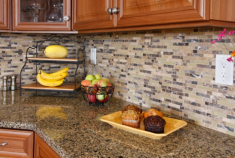 Clear and Opaque Glass Backsplash